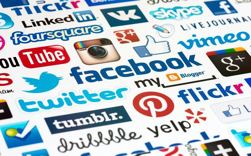 طلب Gestion et animation des pages professionnelles des réseaux sociaux